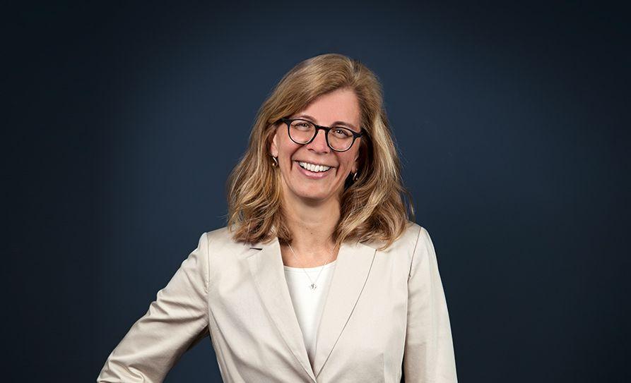 Angela Hofmeister aus dem Vertriebsteam von A.B.S. Global Factoring