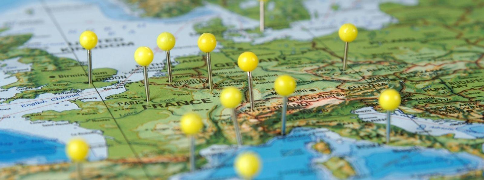 Landkarte mit Pins in Zielländern für die Internationalisierung